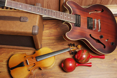 Guitare jazz, maracas et violon