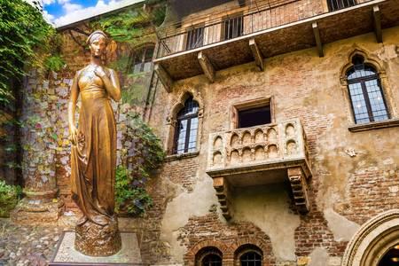 Verona Juliet heykeli