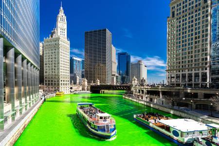 Zelená řeka Chicago na festivalu svatého Patrika