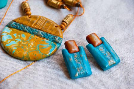 Σκουλαρίκια και κολιέ αιγυπτιακού στιλ