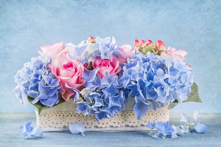 Bouquet of hydrangea and roses