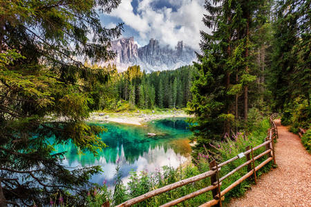 Алпийско езеро Кареца