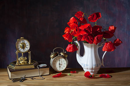 Vintage clock and poppies on the table