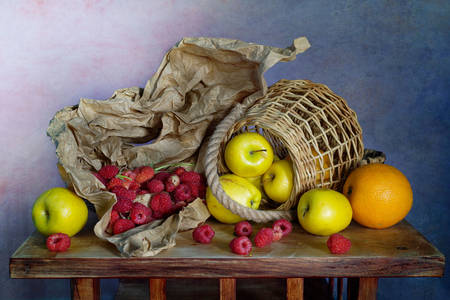 Masada elma ve ahududu