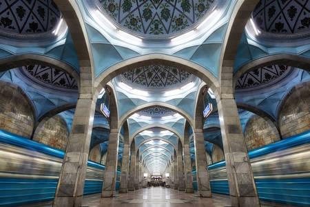 L'architettura della stazione della metropolitana nel centro di Tashkent