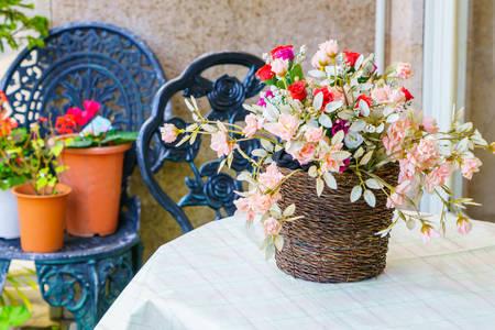 Květiny v košíku
