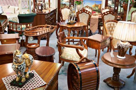 Antiek meubelwinkel