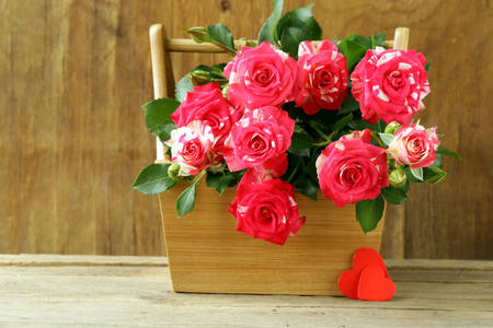 Bouquet of roses in a wooden box