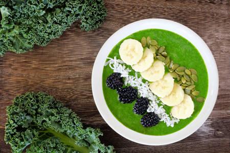 Zeleni smoothie s bananom i kupinom