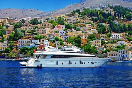 Кораб на остров Сими Бей