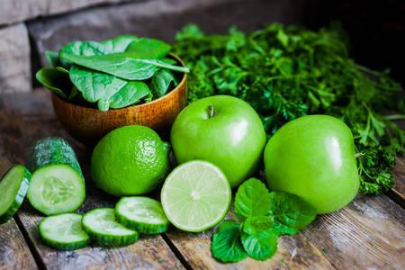 Zöld gyümölcsök, zöldségek és gyógynövények