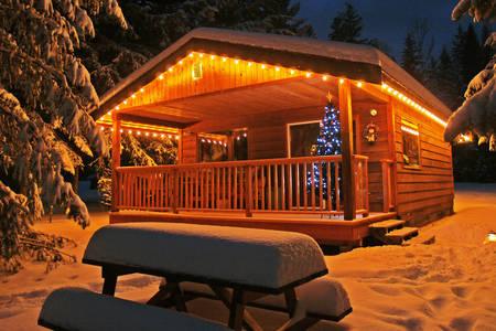 Casa innevata di Natale