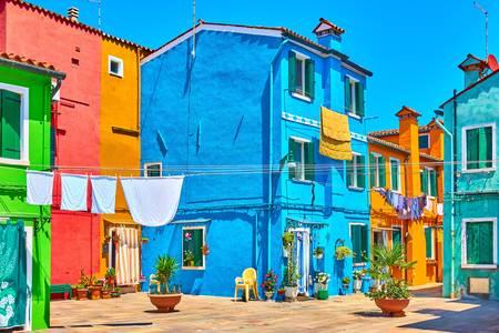 Una pintoresca calle en la isla de Burano