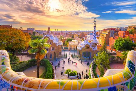 Вид на місто з парку Гуель в Барселоні