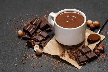 Uma xícara de chocolate quente