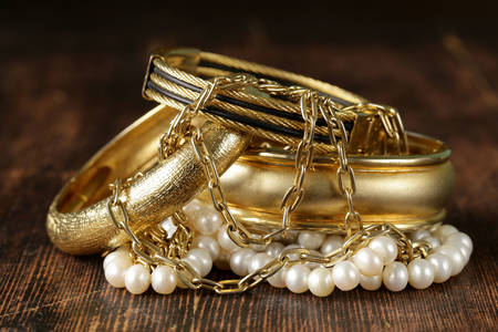 Jewelry made of gold and pearls