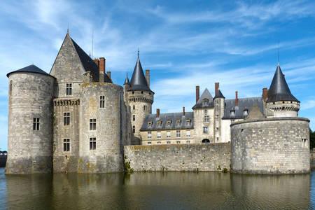 Sully-sur-Loire Şatosu