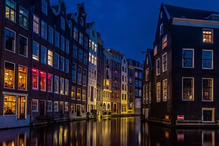 Нічний Амстердам