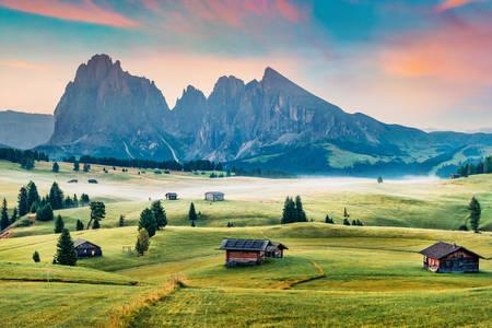 Lever du soleil dans les Dolomites