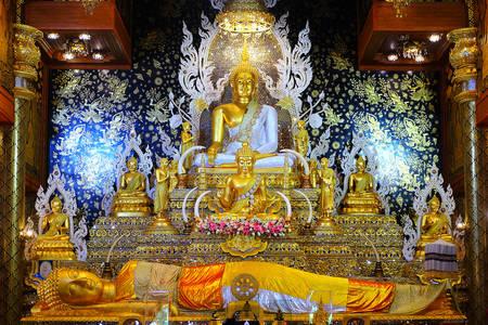 Buddha statue at Wat Tha Mai