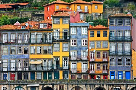 Fachadas de casas na Ribeira