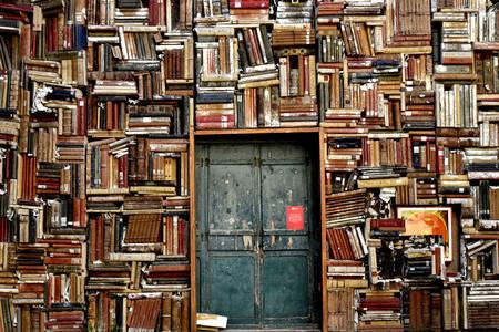 Kütüphane kapısı