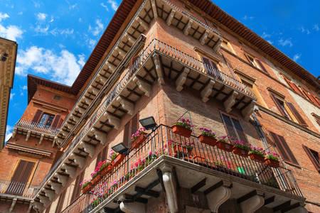 Budova na námestí Piazza del Campo