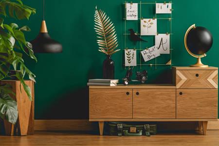 Wohnzimmer in Smaragdfarbe