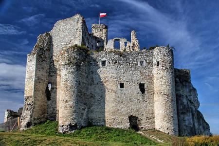 Руините на замъка Мирув