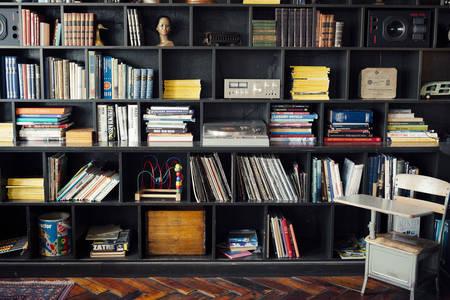 Bücherregal mit Bücherregalen