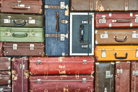 Kolorowe walizki podróżne