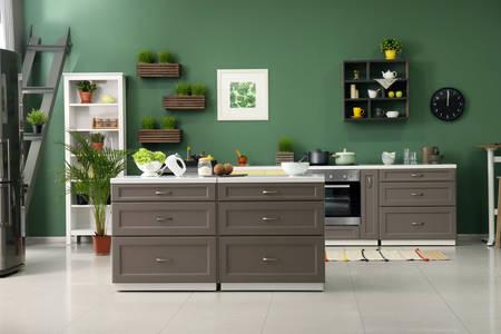 Кухня в сиво-зелени тонове