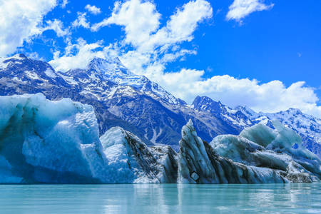 Icebergs on Lake Tasman and Mount Cook