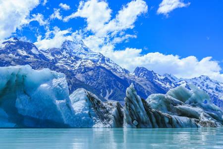 Icebergs sur le lac Tasman et le mont Cook
