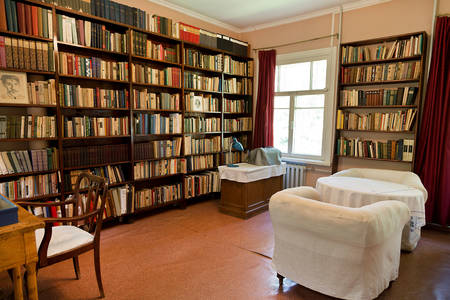 Bibliothek im Haus-Museum von Korney Chukovsky