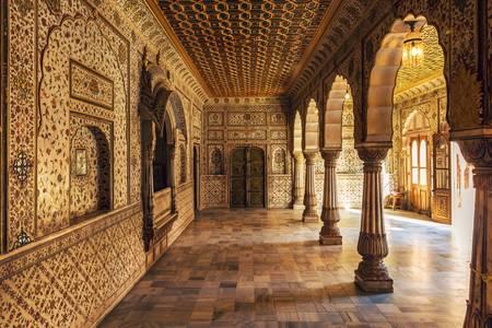 Säulenhalle des Junagadh Fort