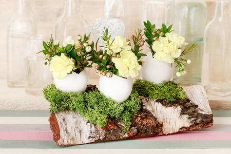 Flower arrangement on a log