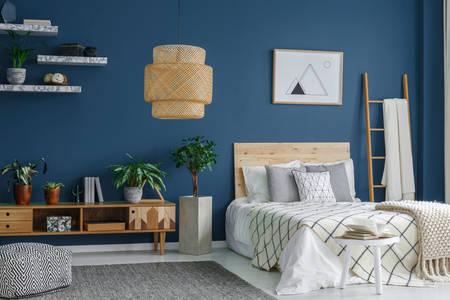 Camera da letto nei colori bianco e blu