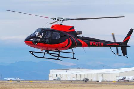Roter und schwarzer Hubschrauber