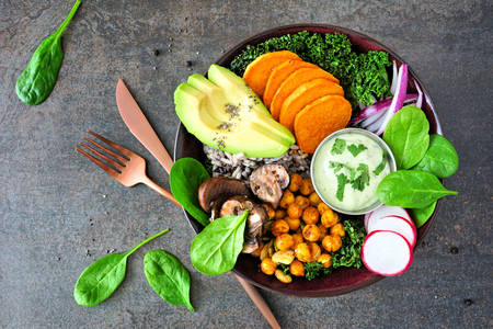 Ястие със зеленчуци и билки