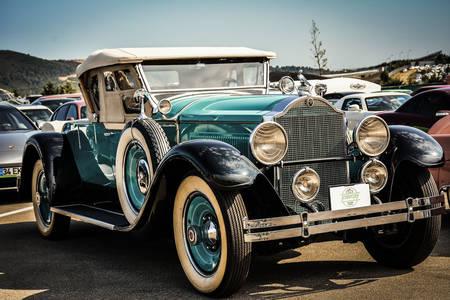 Régi klasszikus autó