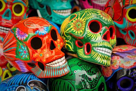 Farebné ručne vyrobené lebky
