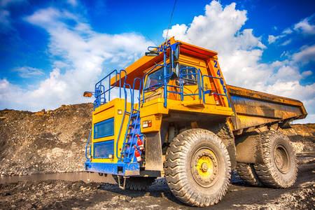 Camion à benne minière jaune