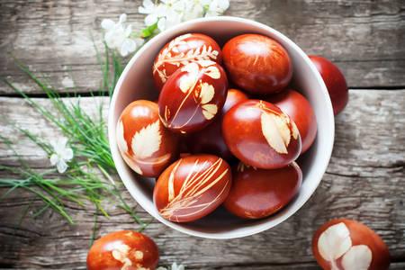 Velikonoční vajíčka zdobená listy