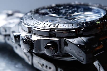Nasse Armbanduhr