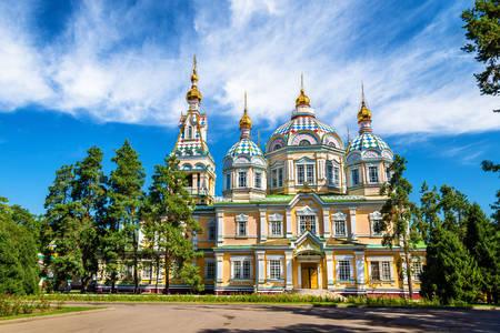 Katedrála Nanebevstoupení v Almaty