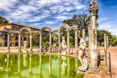 Piscina del Canopo a Villa Adriana