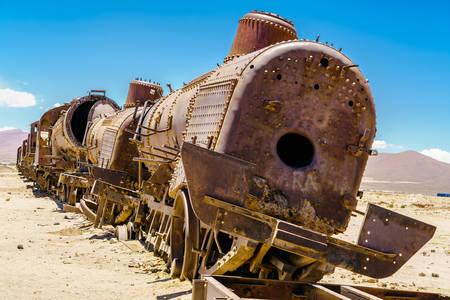 Locomotivă cu abur ruginită