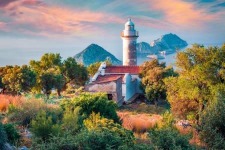 Ancien phare sur la péninsule de Gelidonia