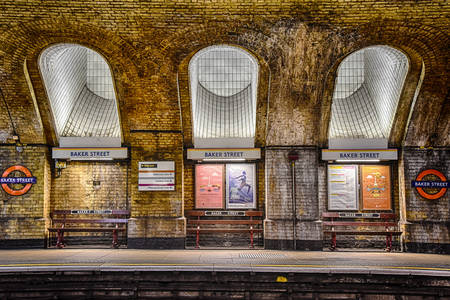 Baker Street subway station platform